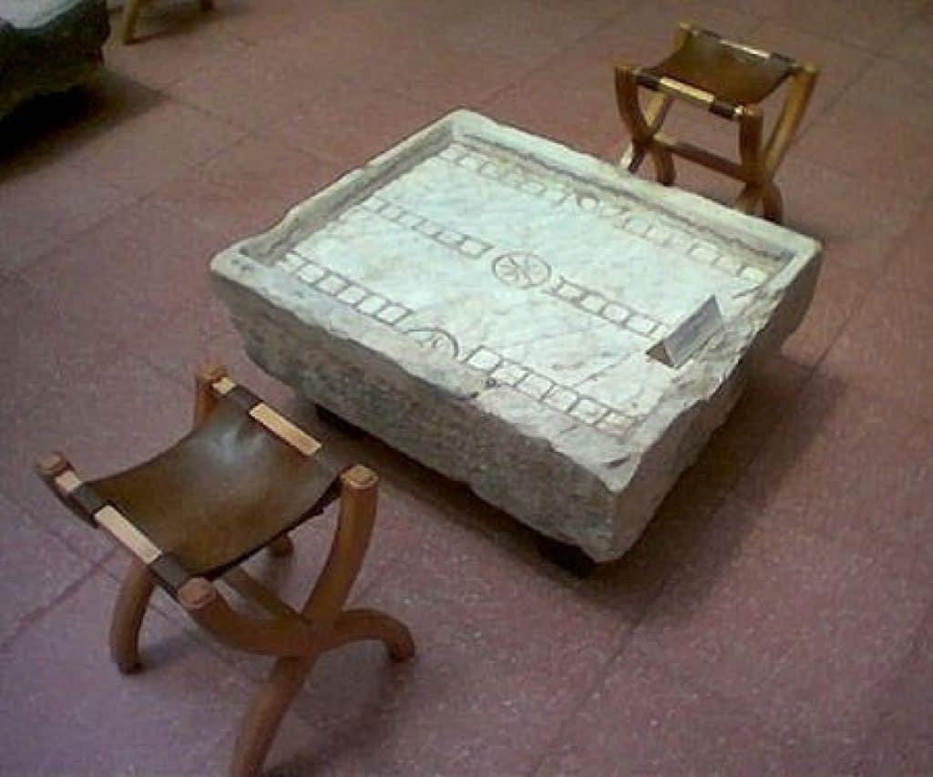 ludus duodecim sciptorum historical board game